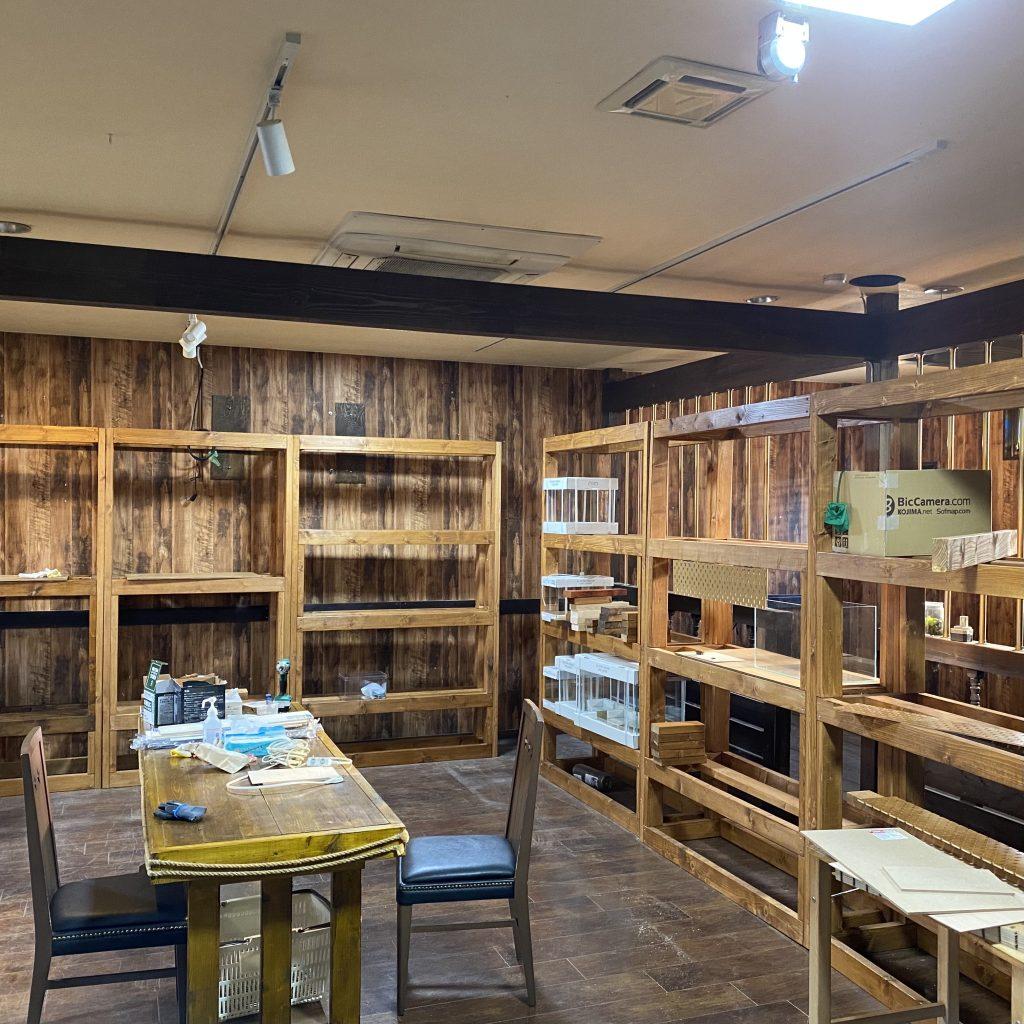 水槽棚が揃い化粧板の試作品制作。2年前の汚れが酷い・・・#お店立ち上げ日誌